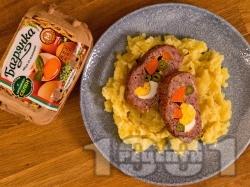 Вкусно руло Стефани от кайма с плънка от кисели краставички, моркови и яйца на фурна - снимка на рецептата